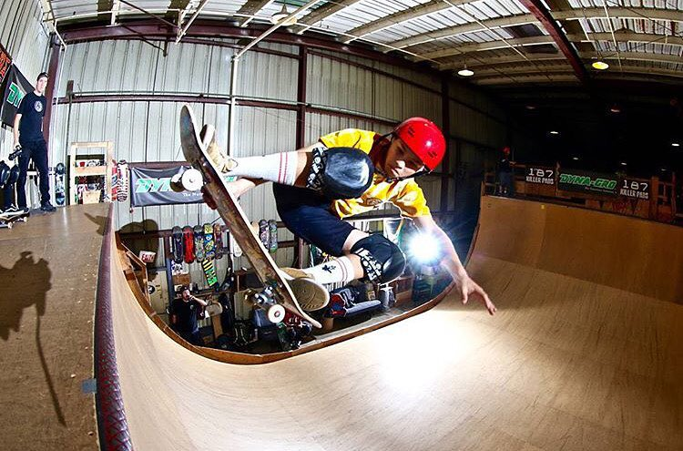 @noah_elam boosting a fakie stalefish - photo Loyal Elam. #fakie #stalesfish #boosting #predatorhelmets #SK8 #originalpredatordesign #transition