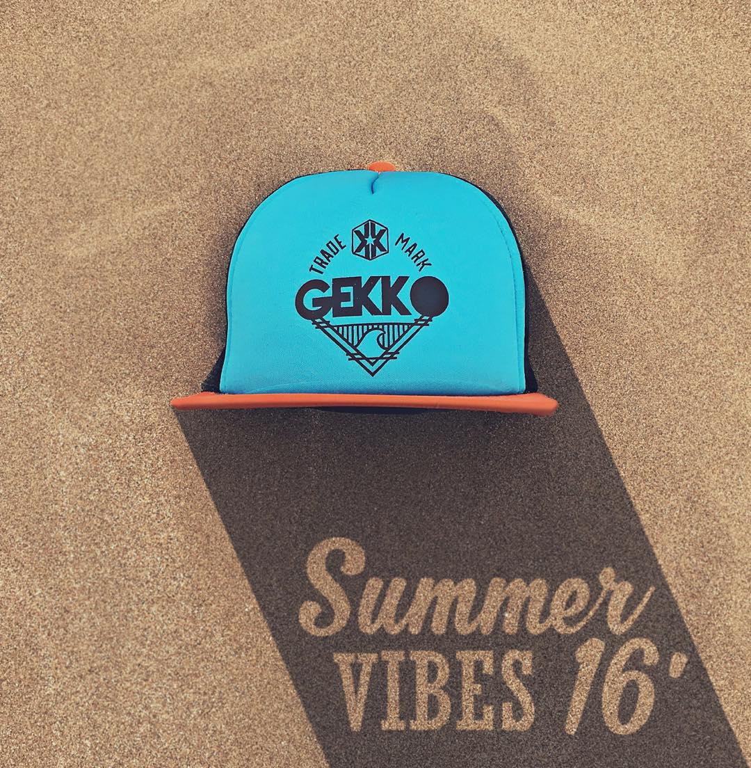 . : Caps & good vibes for everyone : .  Les deseamos a todos el mejor de los años, con muchas alegrías y buena energía. ✌