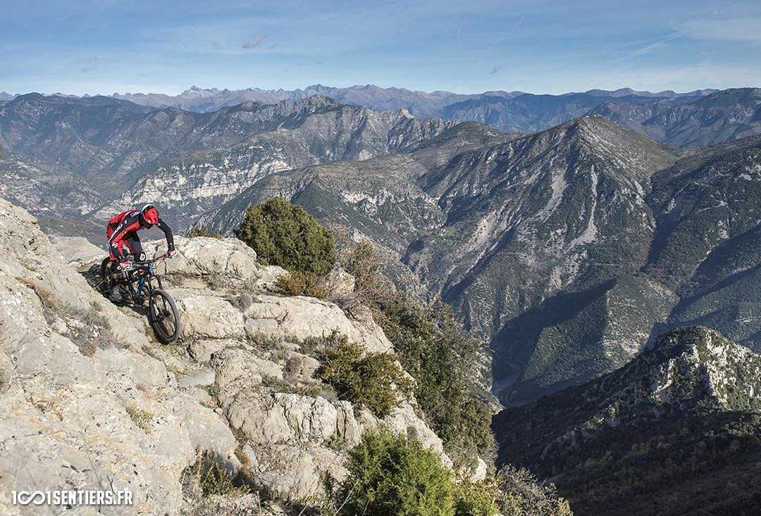 To celebrate 10 years of riding, guiding, racing and passion on the Maritime Alps trails – 1001sentiers put together this short film featuring Nicolas Vouilloz and 5 other iconic riders from the area sharing their spectacular natural trails in one long...