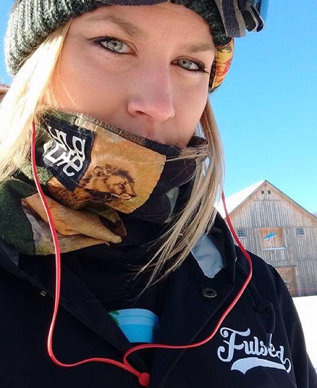 @carressmedown rockin the #fulsend #TeamJacket #justsendit @snuglifeapparel @mountsnow #snowboarding #ilovermont #bluebird