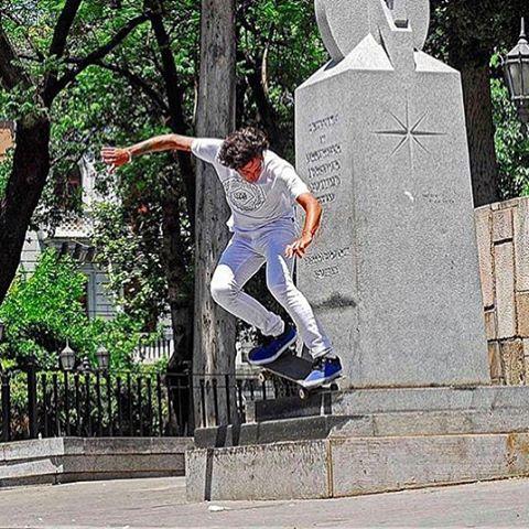 Desde Córdoba Argentina @martindmarco conquistando calles #truetothis #volcomskate