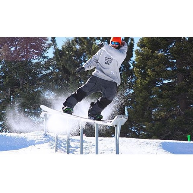 Yale Cousino (@sugarbush_hill) has been getting after it up at @mthighsnow recently...the park up there is looking primo #nichesnowboards #findyourniche #mthigh #tailslide #270 #snowboarding #getbustlivin