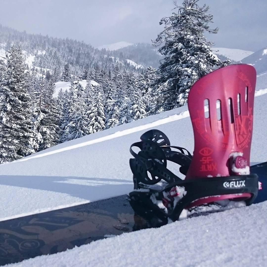 Who else is getting that fresh Lake Tahoe powdah?!?! #fluxbindings #snow #snowboarding