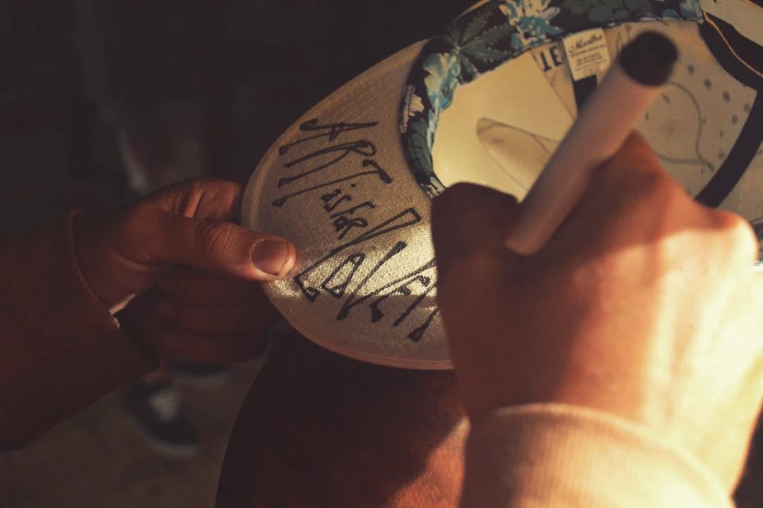 Los esperamos hoy en #CasaCorona a disfrutar buena cerveza y arte de la mano de @artis4lovers