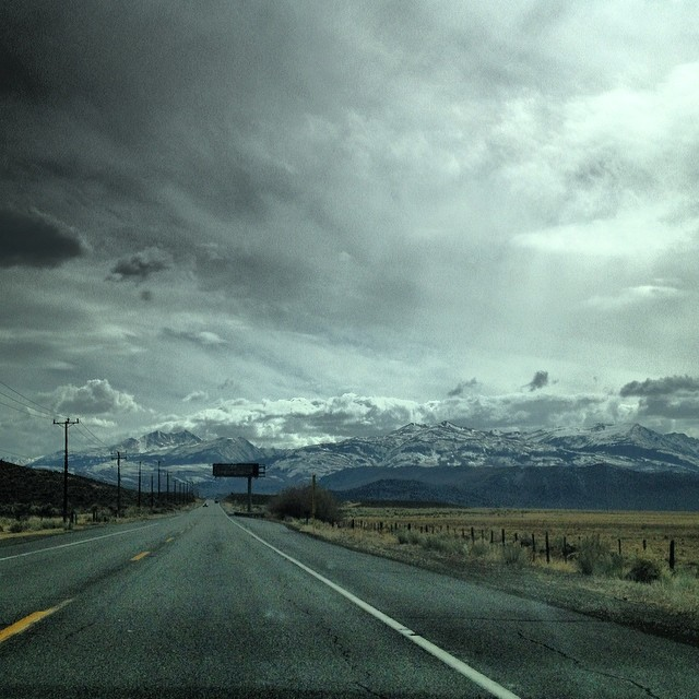 On the road to @mammothmountain for @b4bc #shredthelove // the Eastern Sierras are looking mighty fine// Car packed with #swag from our friends @sunskis @inicooperative @nichesnowboards @wooedbywood @xgames @gopro @pakems1 #openroad #shredlife...