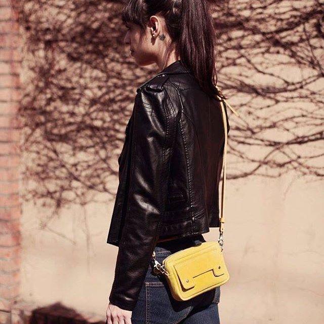 "#minicartera 7"" #Pitimini ph @valemarkulin / model @soledadsuarez :)"