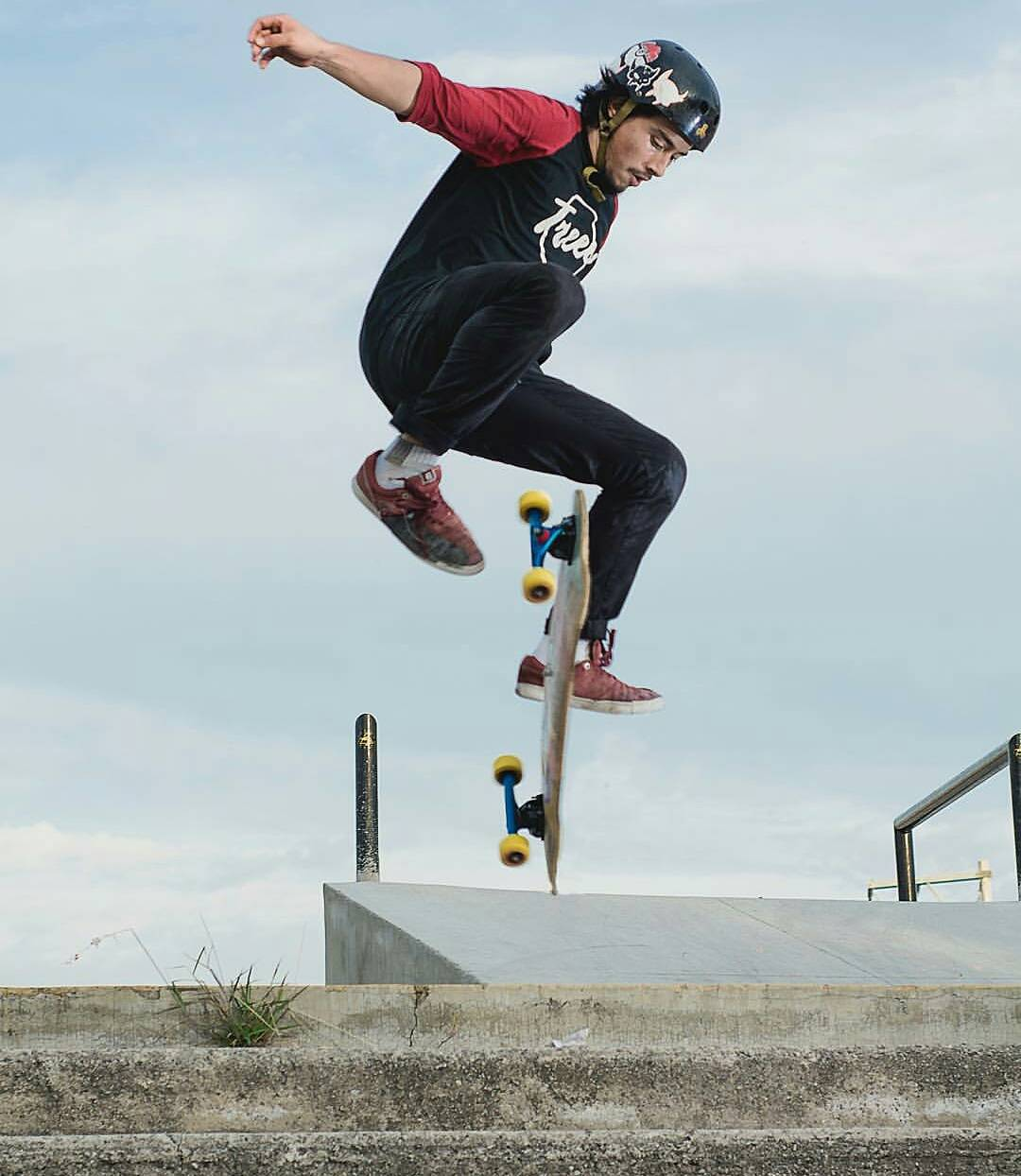 #LoadedAmbassador @yahzper_m getting his kick flip fix on his Cantellated Tesseract.  Yahzper skates with @marcosandoval_lbd everyday and can't let him have all the fun!  Photo: @fervegavega  #Treeeskateboarding #Cantellated #Tesseract #LoadedBoards...