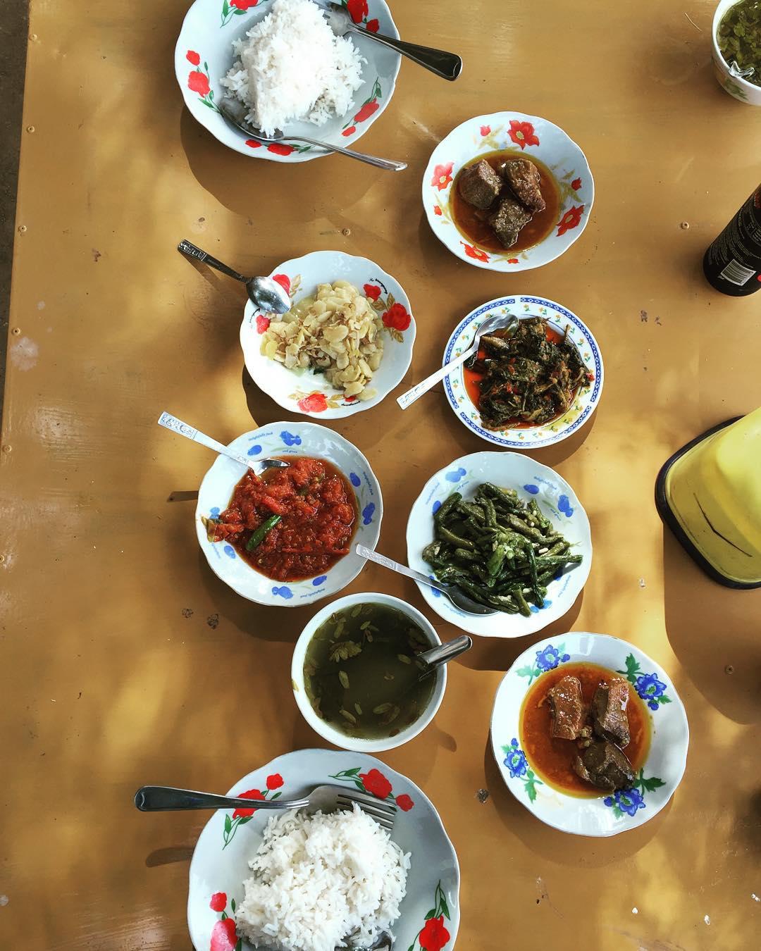 Alimentando el corazon! #benga #trippingmood #myanmar #bagan