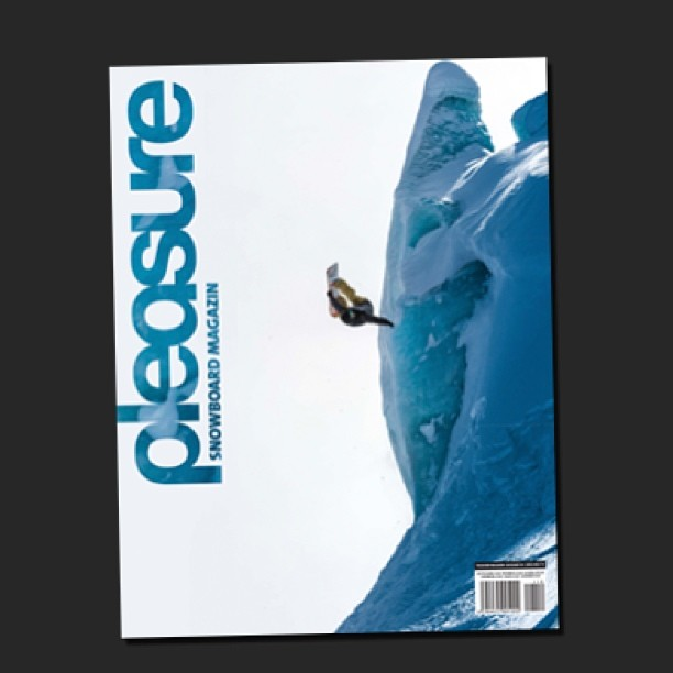 Pleasure snowboard magazine cover!!!! Thanks @frederik_kalbermattenn for let me ride your place and @ahriel for the pic obviously!  @nikesnowboarding @slashsnow @7veintestore @anonoptics #snowboarding #glacier #saasfee #switzerland #cover