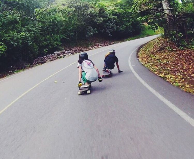 Go to longboardgirlscrew.com to check LGC Costa Rica Ambassador @sylvia_mena24's Summer run. In the photo with also Ambassador @kalachaves. Go girls!  Buen finde familia!  #longboardgirlscrew #womensupportingwomen #skatelikeagirl #lgccostarica...