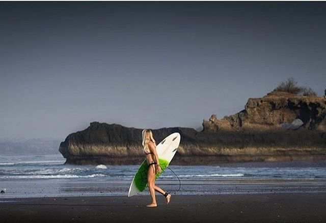 #miolagirls resolve to… explore new places! || black sand beach time with @mermaidclara in our Supercheeky Bottoms ||
