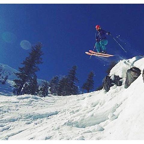 Ayyyooo to FLIGHT! @tahoetatum knows how to enjoy a #bluebird day.  PC: @vossmeister_  #sisterhoodofshred #skiing #huckit #kirkwood #california #sunshine