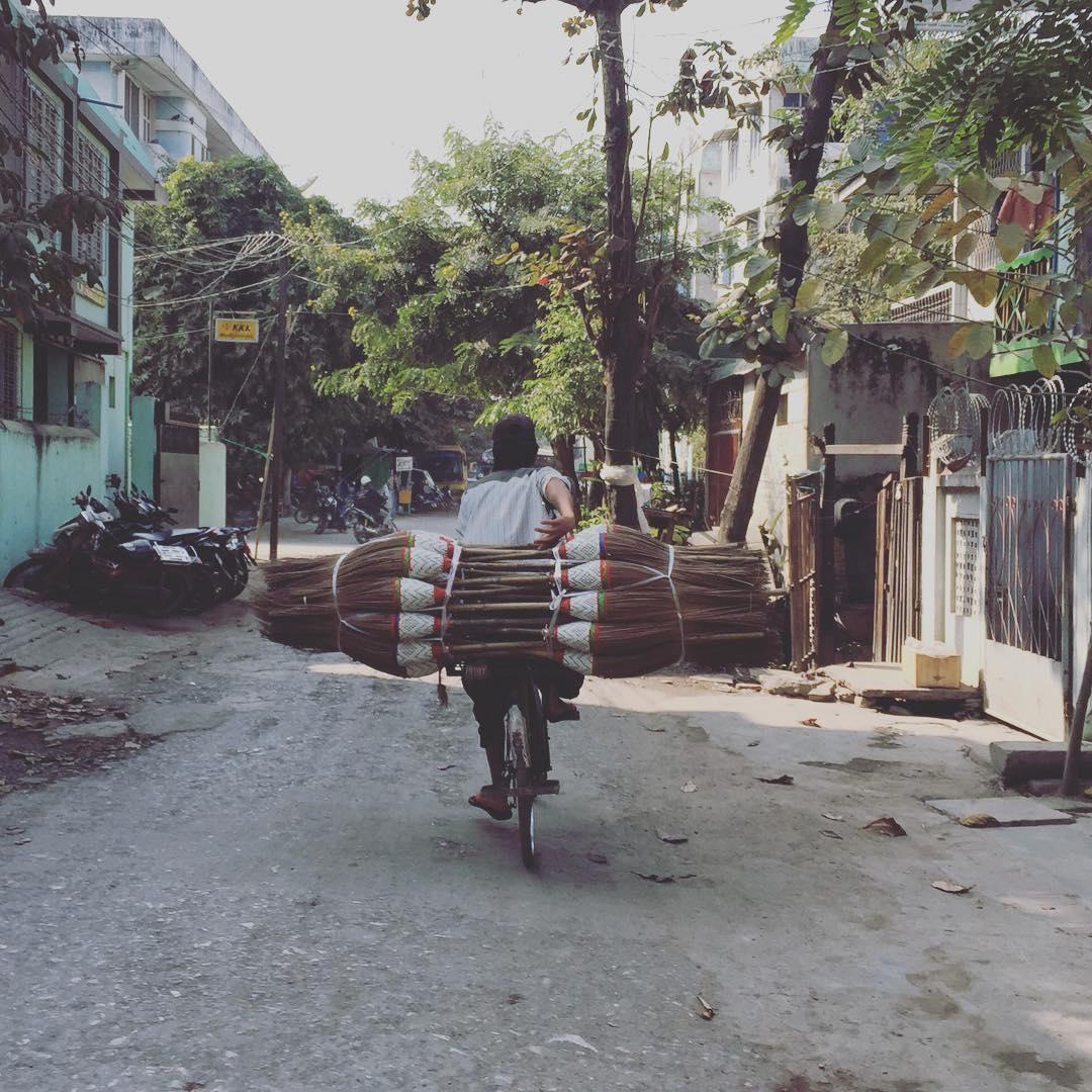 Sale limpieza #myanmar #mandalay #trippingmood #benga