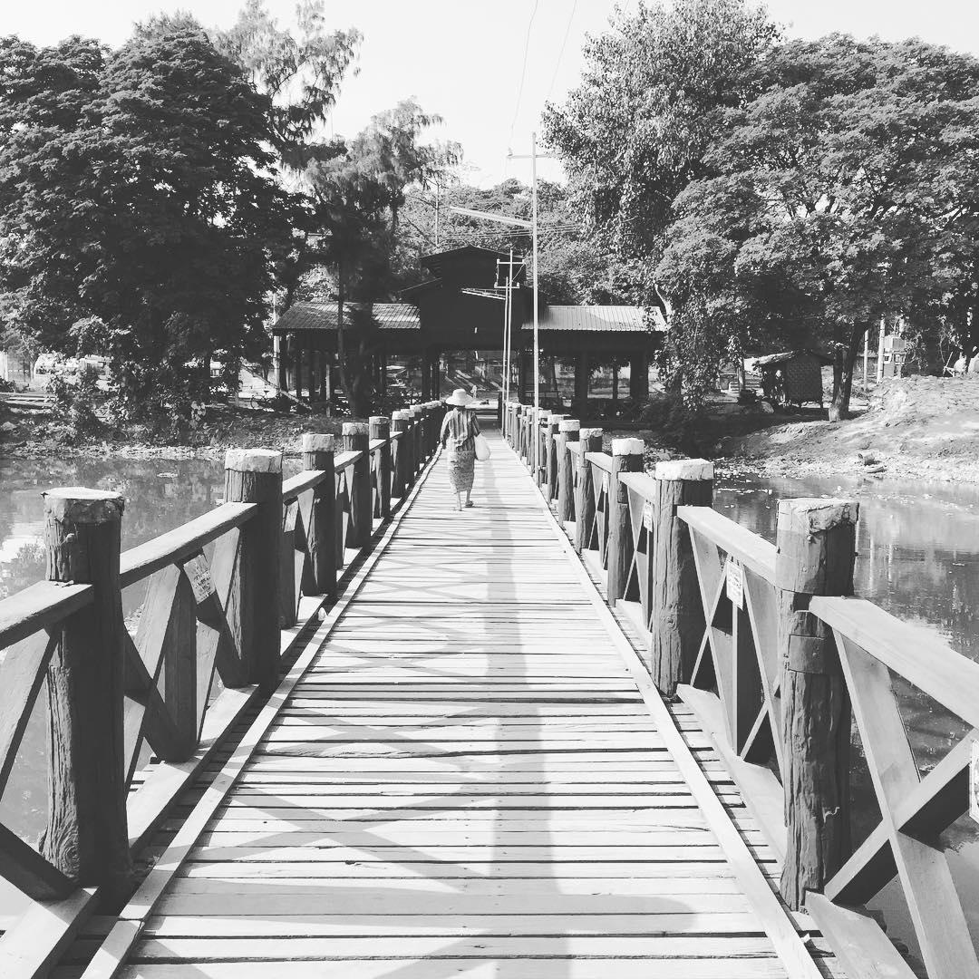 En cruce! #benga #trippingmood #myanmar #bridge