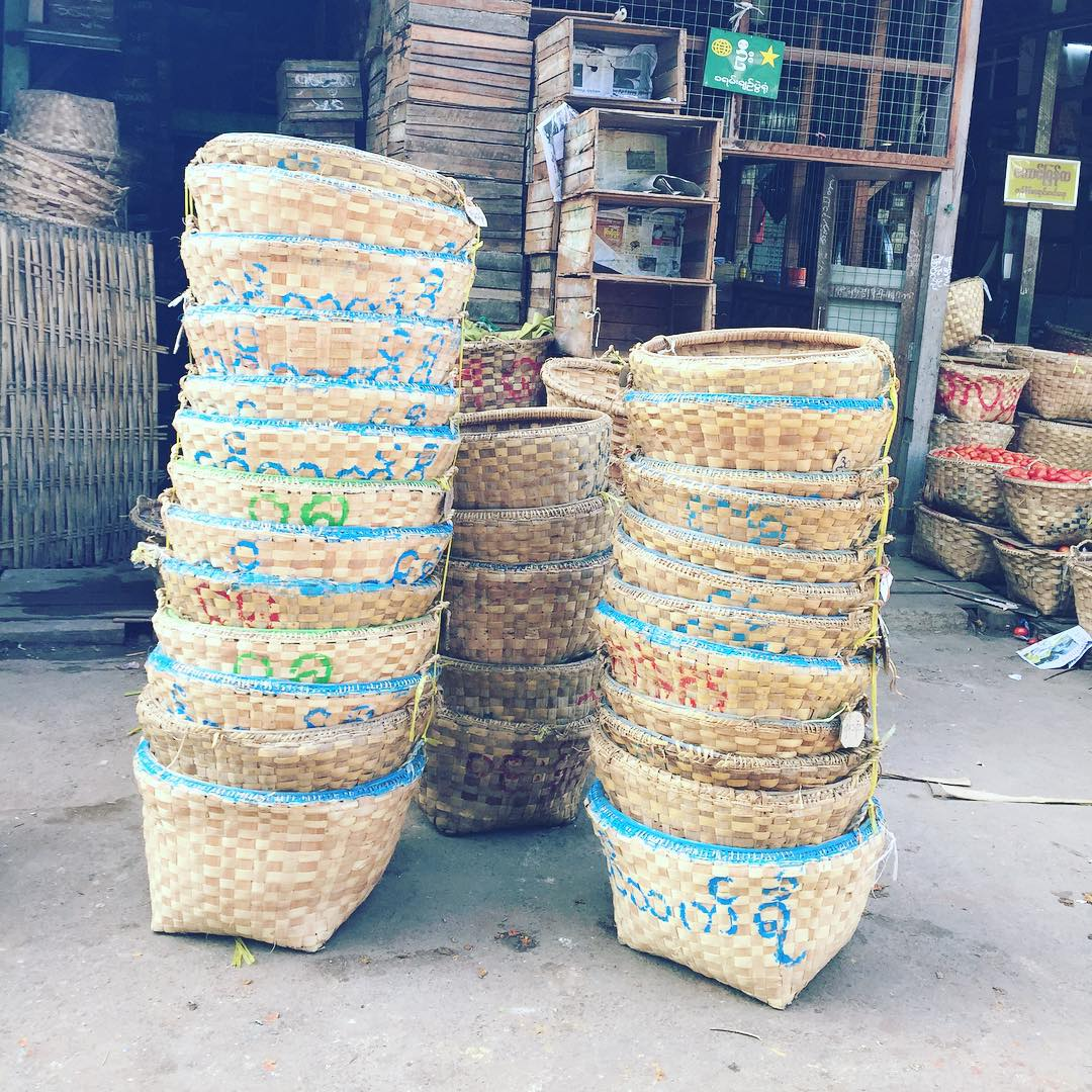 Ordenando lo que vendra! #benga #myanmar #trippingmood #mandalay