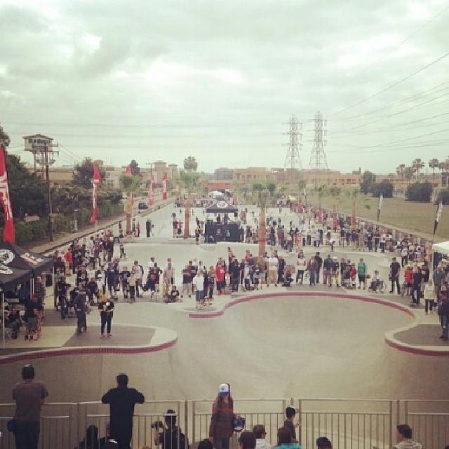 Abrió el #offthewallskatepark  en Huntington Beach.  Una Fiesta para el #skate.
