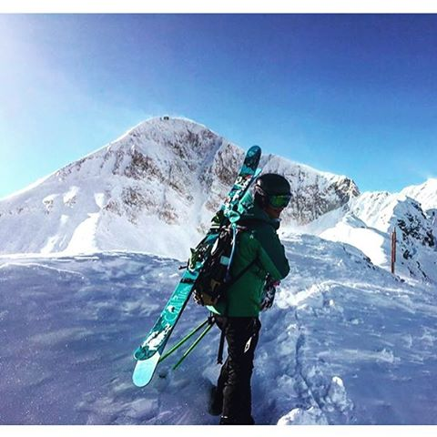 @jaspervanspoore doesn't mind making the effort to get those perfect turns. #sisterhoodofshred #skiing #bigsky #montana #earnyourturns #snow #mountains