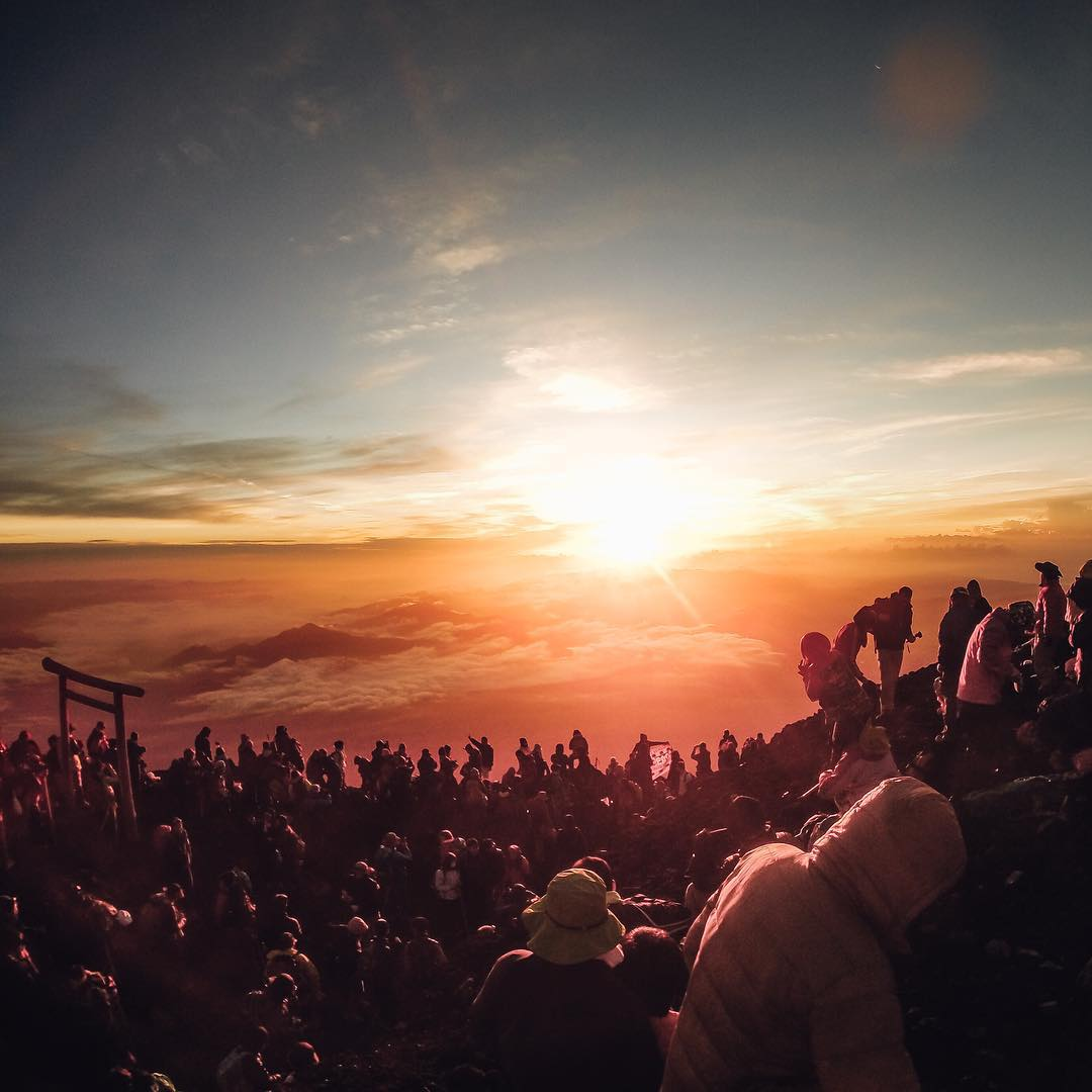 Ascending Mt. Fuji in the pre-dawn hours is a pilgrimage for many Japanese climbers. They brave the 8-hour trek to the summit to await 御来光 (goraikō), or early-morning sunlight. #