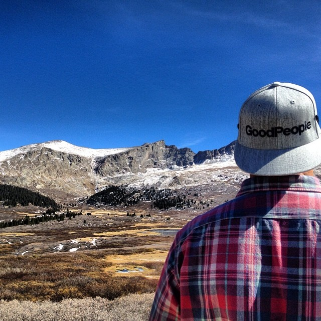 That's a good looking view Colorado Mountains vs. GoodPeople Gray Flexfit @jsmatthes #colorado #flexfit #highcountry #fall #mountains #gobigdogood
