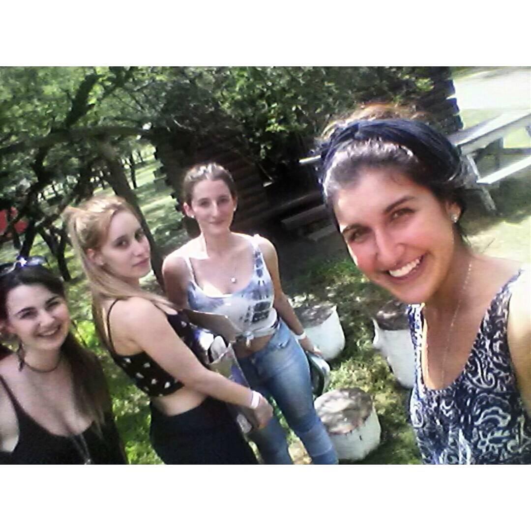Improvisando cabaña a falta de camping seco.#Termas #Gualeguaychú #friends #summer #holidays #instahappy