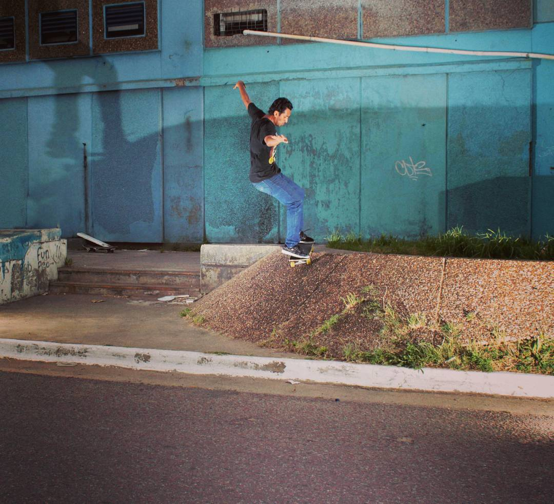 Daniel Marquez fs smith en los banks del mercado central Bs As
