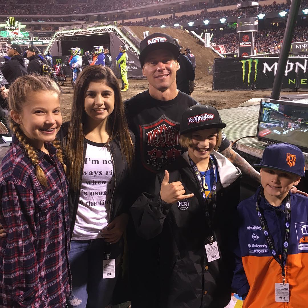 Hanging trackside at #Sx and with the crew. The boys aren't the only ones good at racing. @hailiedeegan538 gets the job down