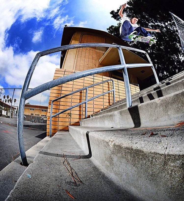 to be awarded #yearsbestam you have to push the bar, this straight on fakie 5050 does just that >>> never hurts to have the uber talented #elementadvocate @jakedarwen behind the lens >>> @masonsilva's part is now playing on @theskateboardmag