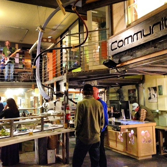 Sampling the good community vibes @communityskis #mammoth - thanks letting us wander in and enjoy your party #goodvibes #gobigdogood