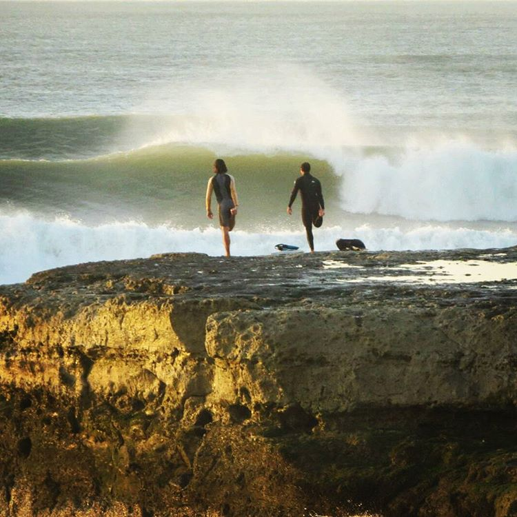 Esto sucedía hoy 6am en algún rincón de nuestra costa. Donde? Nuestros amigos nos pidieron mantener el secreto . Y nosotros? Nosotros nos vamos de viaje mañana a surfear #reta #maetuanis #surf #surfing #secretspot !! #followthesun