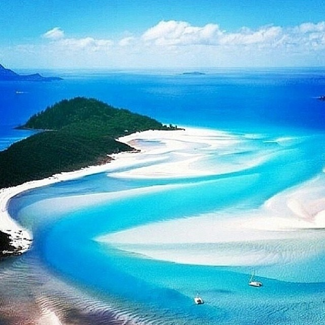 The beautiful Whitsunday Islands in #Australia! Where do you wish you were on this #Funday #Sunday? #localhoneydesigns #dreaming #whitsunday #islands #sunshine #warmwater #diving #sailing #goodlife #paddling #exploring #yesplease #live #travel #laugh...