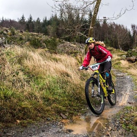 Let's start a fresh... #sixsixone ambassador and all round RAD adventurist @traharn splashing through the UK's 'Autumn' weather in her #EvoAm & #Ragekneepad combo! #661protection #661 #ProtectFun #shesfast #fasterthanyou #mtb #enduro