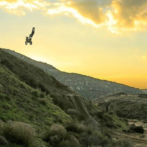 Epic snap of @vinniecarbone doing a double grab into the sunset! So glad it's red sticker season here in Cali. |