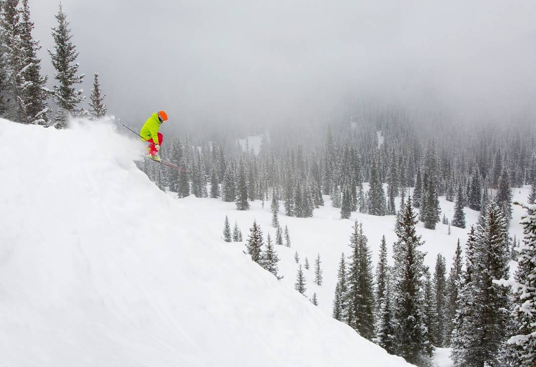 DPS' @grskier blasting through pow @aspensnowmass on the Wailer 105 Hybrid T2. Photo: @jswansonphoto. #dpsskis #powder #skiing