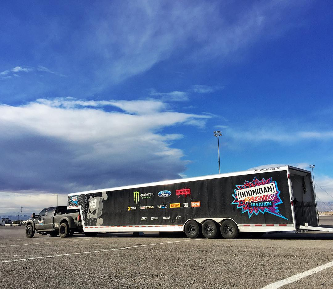@HooniganRacing trailer. Contents: one tire killing machine. Many tires. Sounds like a good day to me. Vegas Motor Speedway. #tiretesting #jobrequirements