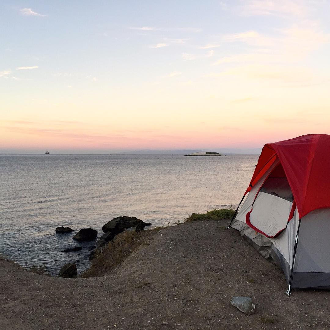 Where are you sleeping this weekend? Pretty nice spot adventurer Sarah Brand picked out at Two Harbors Campground on Catalina Island while collecting samples for #ascmicroplastics. #vista #adventurescience #roomwithaview