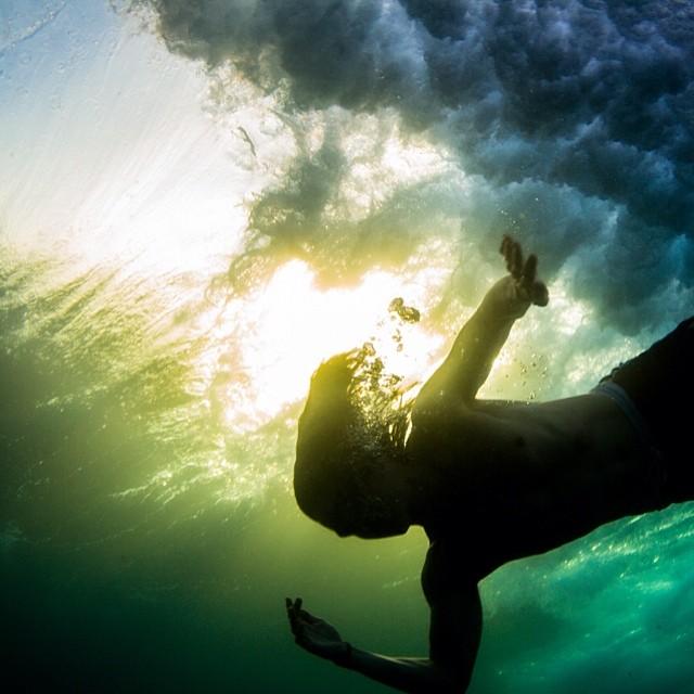 Glow against the flow.  #underwatersunset #sarahleephoto of @sexpantherdjs