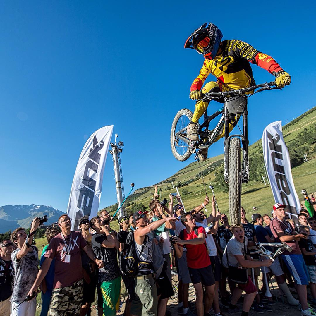 #SidewaysSunday with @finniles #Crankworx #661ProtectIon #SixSixOne #ProtectFun Photo - Remi Fabregue