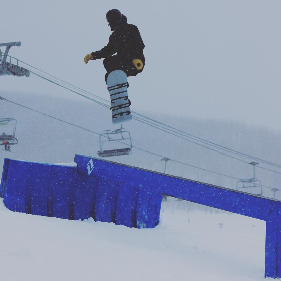 Co team rider sending it @vail_resort with a front 270.  #nichesnowboards