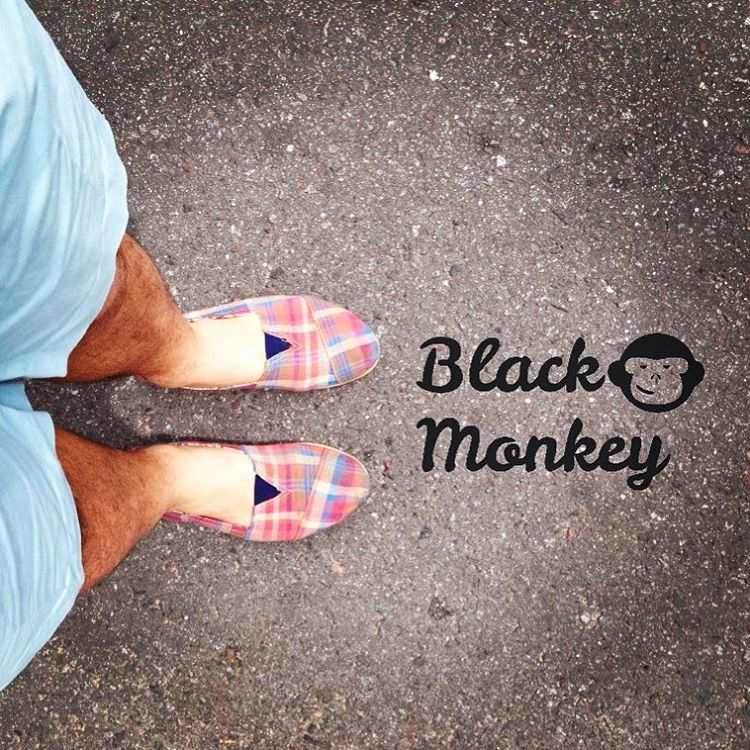 Look urbano para esos días de calor!! @blackmonkeystore #alpargatas #calzado #argentino #hechoamano #ciudad #playa #enero #vacaciones2016 #monkeybrand #urban #style #colors #walk #street #summer #instapic #photooftheday #january2016 #citylife...
