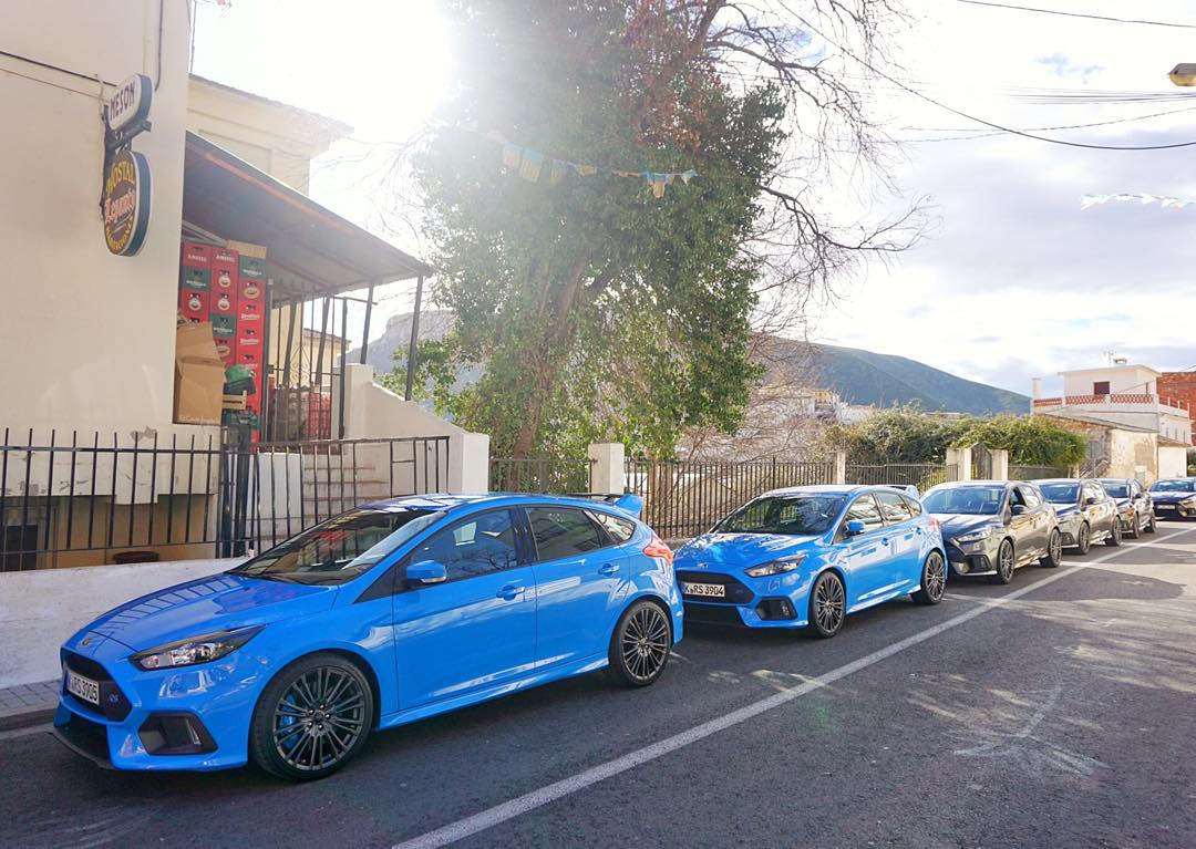 You know what's better than 1 Ford Focus RS? 21, that's what. And that's how many Ford has here in Valencia for the media launch. It's wild to see so many of these in one place. #FocusRS #ifonlyOprahwashere