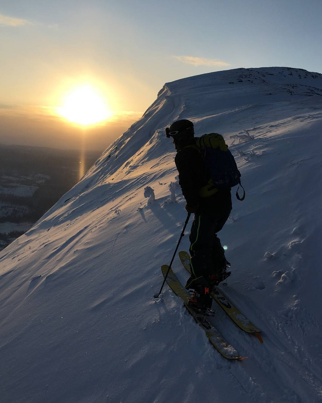 This time of year the sun barely crests much higher than a sunrise/sunset in Åre, Sweden. Magnus Kihlstedt doesn't seem to mind if the touring is super nice, even if it is -23 degrees Celsius. Photo: Harald Hammar. #DPSEurope #backcountry #skiing