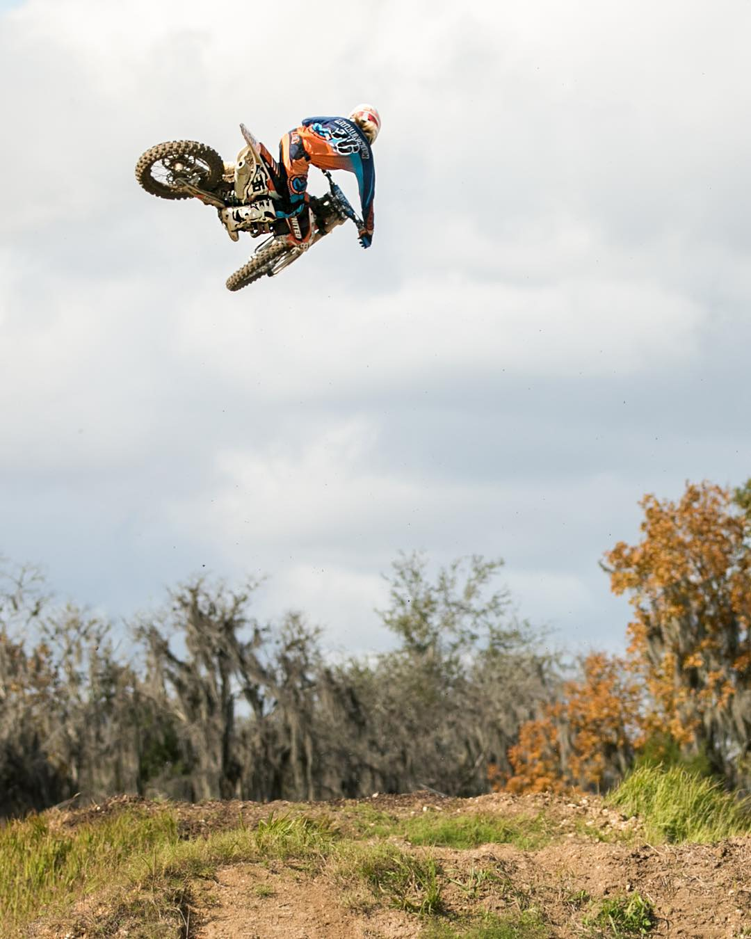 Yay grassy jump! #moto #motocross #hardrock #dirtbikes #motoxaddicts #atifamily #ktm #windy #shred