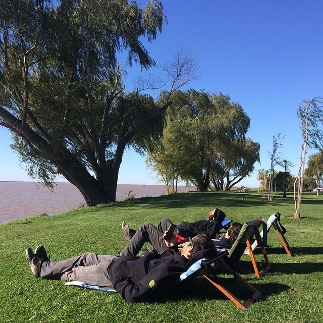 @chillydesign #trancastyleliving #airelibre #otoño #rio #picnic