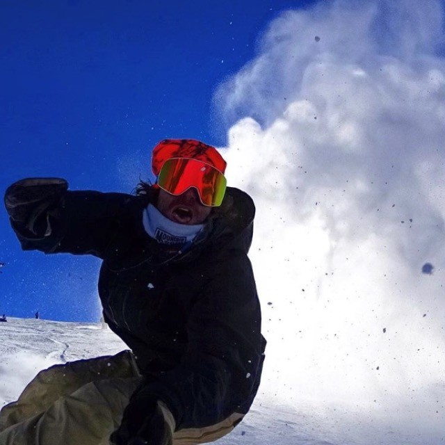 The winter of all winters keeps producing.  @travelindan enjoying it to the fullest in his siognature NFX2 goggle.  Get out there and get some this week.  #weareframeless #DragonNfx2