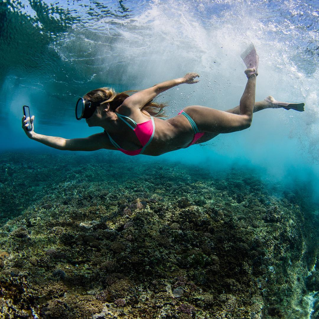 As a proud @pelicanproducts ambassador I'm soooo stoked to be representing their first fully waterproof iPhone case - We just had the honor of testing it on my #AlisonsAdventures Fiji and it's incredible - small, sleek and rugged! We took it under big...