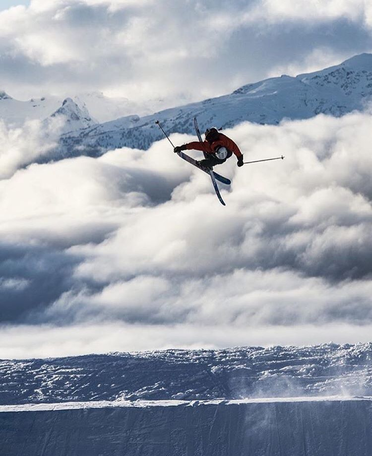 @kyepetersen sending one into the end zone. #shapingskiing | Photo: @danielronnback