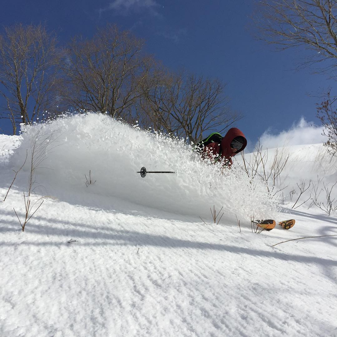 Japow!!! @flylowgreg made it to Hakuba Japan and found the goods today.  Not bad for a Tele-bro borrowing some alpine gear.  Thanks @ridetheglobe Rob for a great day.  We highly recommend Rob if you are looking for pow in Japan. #flylowgear |...