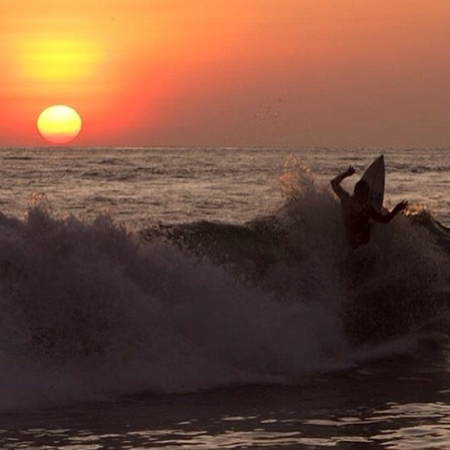@mpasseri1 y su postal del ALAS Latin Tour Ecuador Ama la Vida. PH: Davo Hidalgo  #soul #surfing #waves #reefargentina
