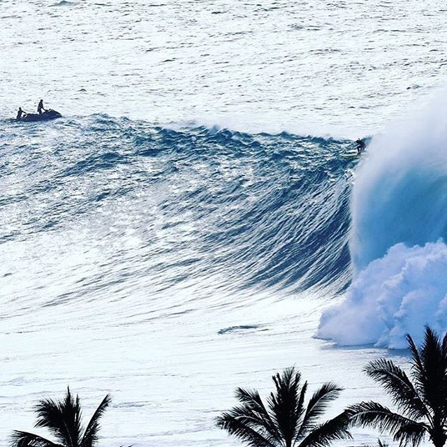 Team rider Landon McNamara (@landon_mcnamara ) dropping in on a heavy one at Waimea Bay.  Photo// @rocktyler  #hovenvision #whatsyourvision #holdontoyourbutts #waimeabay #hovenhawaii #ohana