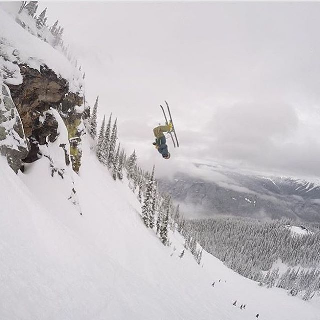 @clwilkins drawing out a big front in BC.  PC: @jankyhazen  #embracethestorm | #flylowgear
